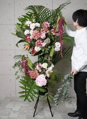 【全国配送】 ピンク系 フローリストにお任せ 季節のお祝いスタンド花 30,000円 2段スタンダードタイプ