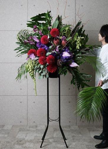 【全国配送】 紫系 フローリストにお任せ 季節のお祝いスタンド花 30,000円 1段スタンダードタイプ