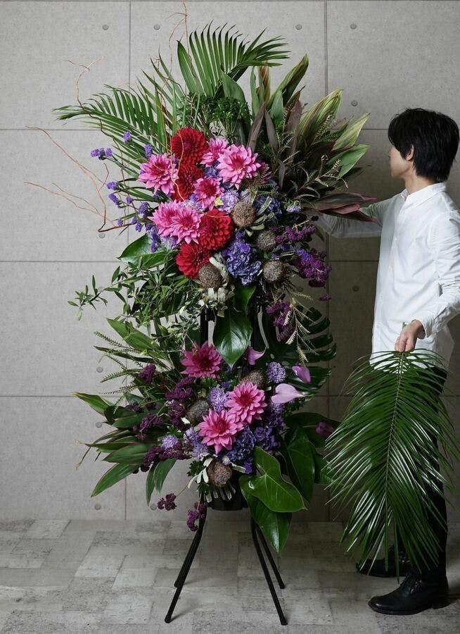 【全国配送】 紫系 フローリストにお任せ 季節のお祝いスタンド花 50,000円 2段スタンダードタイプ
