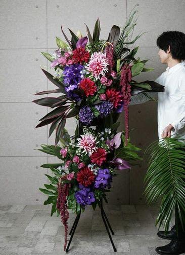 【全国配送】 紫系 フローリストにお任せ 季節のお祝いスタンド花 30,000円 2段スタンダードタイプ