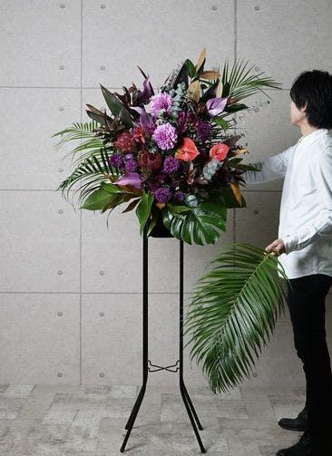 【全国配送】 紫系 フローリストにお任せ 季節のお祝いスタンド花 15,000円 1段スタンダードタイプ