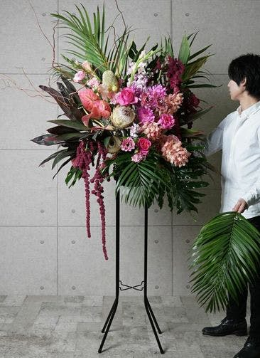 【全国配送】 ピンク系 フローリストにお任せ 季節のお祝いスタンド花 30,000円 1段スタンダードタイプ