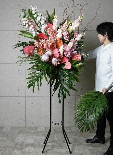【全国配送】 ピンク系 フローリストにお任せ 季節のお祝いスタンド花 25,000円 1段スタンダードタイプ