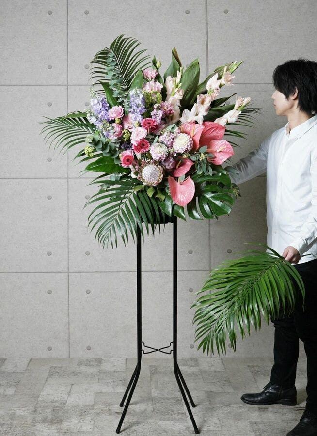 【全国配送】 ピンク系 フローリストにお任せ 季節のお祝いスタンド花 15,000円 1段スタンダードタイプ