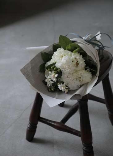 カーネーション 花束 ホワイト S ナチュラルブーケ