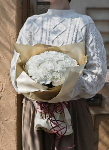 カーネーション 花束 ホワイト M ラウンドブーケ