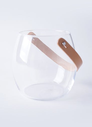 DESIGN WITH LIGHT (デザイン ウィズ ライト) ガラスポット H16cm レザーハンドル付き #HOLMEGAARD 4343518