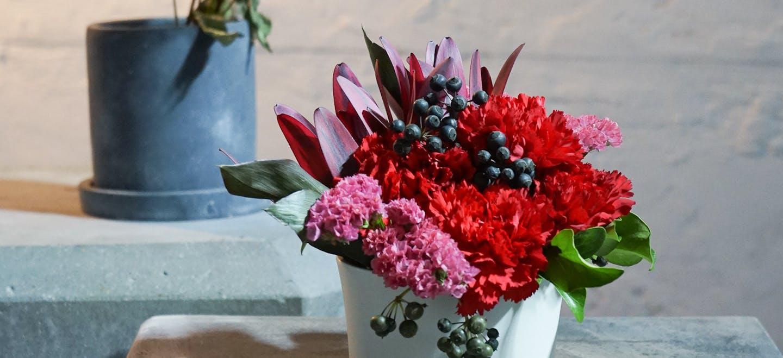 カーネーションアレンジメント - お花と植物のギフト通販 HitoHana(ひとはな)